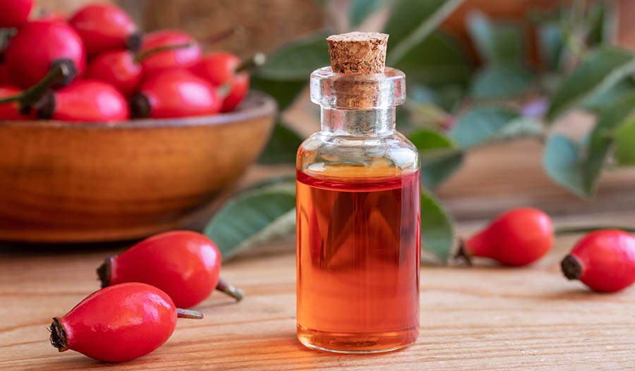 8 Benefits of Rosehip Oil for the Skin